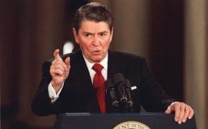 Ronald Reagan pendant un discours sur la drogue à Miami